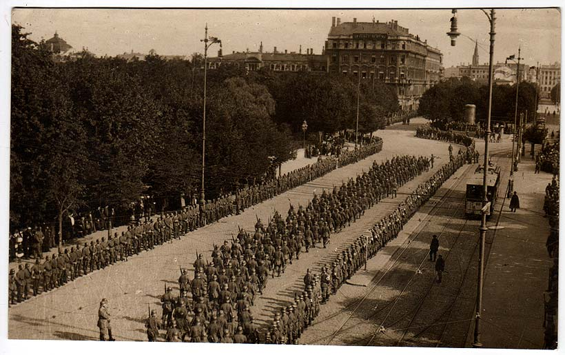 German_troops_riga_1916