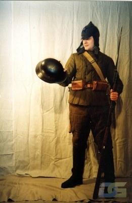 Красноармеец с трофеем (Советско-финский конфликт 1939)